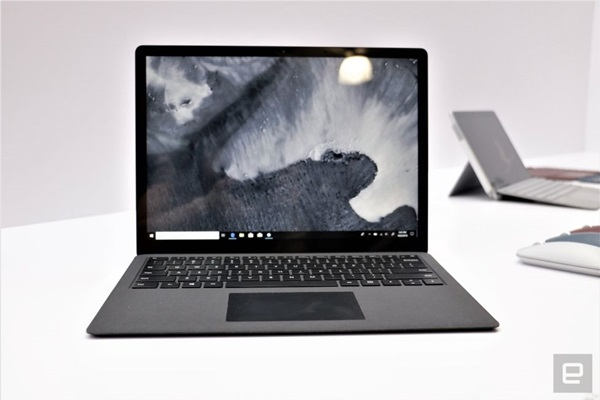 microsoft-surface-laptop-2-chiec-laptop-sanh-ngang-cung-macbook-air-1