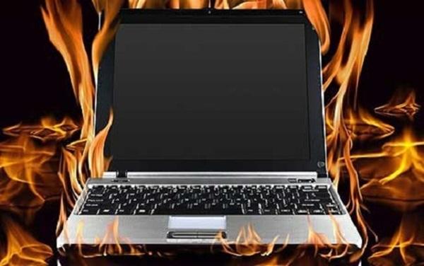 su-dung-pin-laptop-bi-phong-co-the-gay-no-2