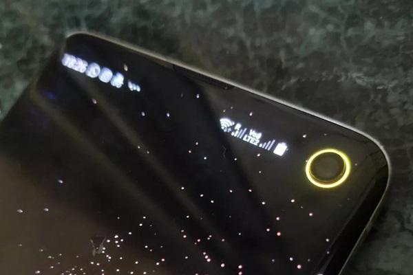 bien-tau-cho-galaxy-s10-bien-camera-not-ruoi-thanh-cong-cu-hien-thi-pin