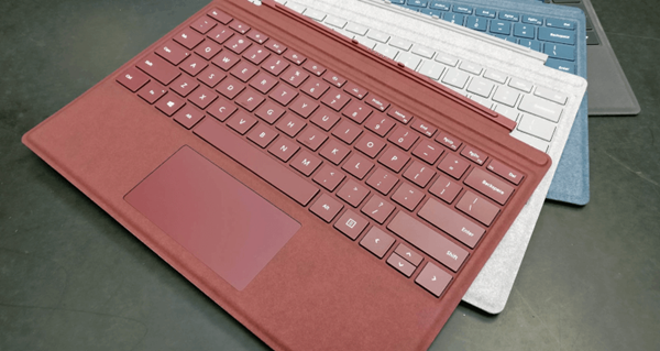 surface-pro-signature-type-cover-alcantara-co-dang-tui-tien-cua-ban-1