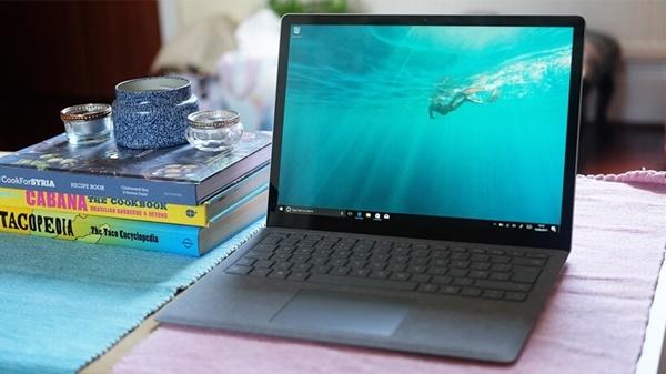 mua-cac-dong-surface-laptop-chinh-hang-nen-den-dau-tai-sai-gon2