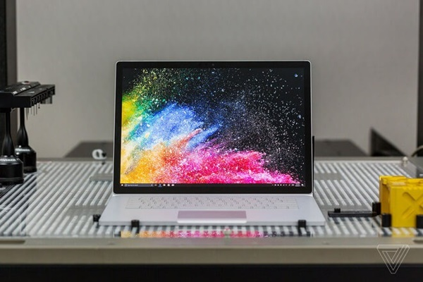 nen-chon-surface-book-cu-hay-macbook-cu2