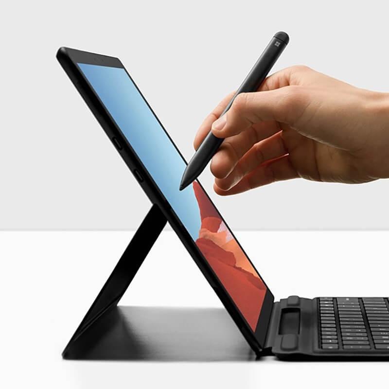 chúng ta có thể thấy rằng Surface Pen trong tương lai có thể được sử dụng làm con trỏ cho các bài thuyết trình chỉ vào màn hình máy tính xách tay của bạn
