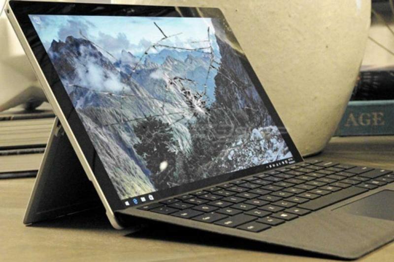 Surface 3 bị rơi vỡ là một trong những nguyên nhân khiến cảm ứng surface 3 bị hư hỏng