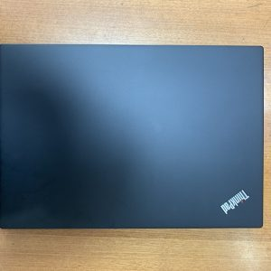 chất liệu hợp kim Magnesium vàphủ Carbon ThinkPad X390