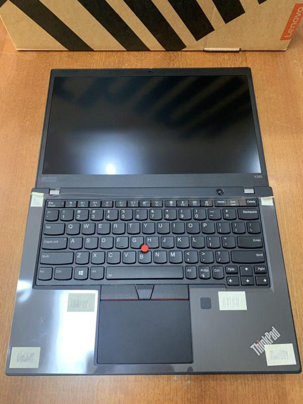 ThinkPad X390 có thể gập mở 180 độ